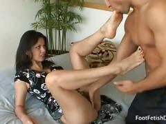 Evie delatosso gives sloppy foot-fetish and blowjob