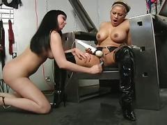 Extreme bondage training with a huge vibrator !