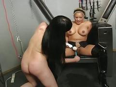 Extreme bondage training with a huge vibrator !
