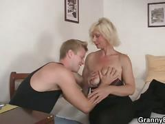 Blonde amateur granny fucked hardcore by a horny dude