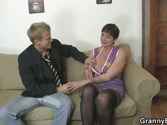 Her hairy old cunt gets hammered !