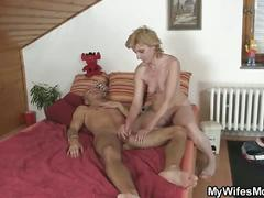 Horny guy drills his gf's mom pussy !