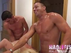 Madlifes.com - reality porno español mamada y follada en baño salva y yarisa