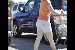 Slideshow - milfs in public - non nude