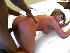 Black dude knows how to lick a pussy