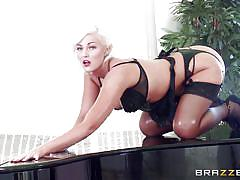 Big ass on the piano