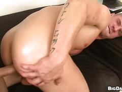 Muscled man fucked anal and bareback in raw casting