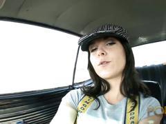 Larissa dee 19ans adore les queues