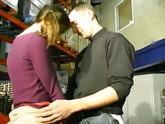 Anais donne son cul au boss pour le job a75