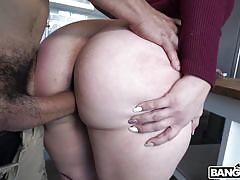 Real estate agent is fucked by a client