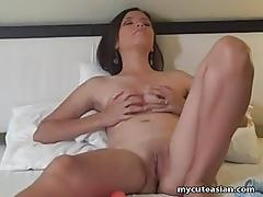 White chick with a shaven pussy toys her slot