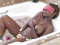 Interracial fuck in the bathtub