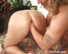 Chubby mature blond gets her pussy