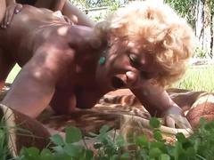 Effie e una lesbica con una vecchia