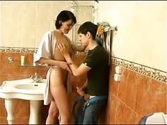 Guy fuck mature woman on bathroom -who is she
