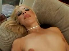 Total blonde whore shows how loose her ass is