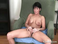 Kassandra wild works with her clit.