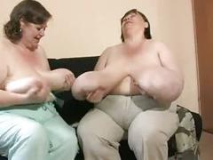 2 omas mit richtig fetten eutern