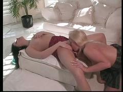 Sexy lesbo bimbos eat cunt