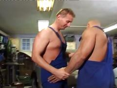 Spunk eating muscled daddy mechanics fucking hard