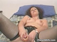 Slutty brunette milf screw herself