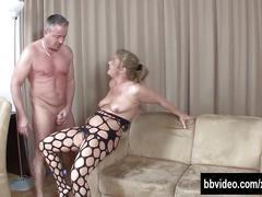 German milf suck cock on her knees