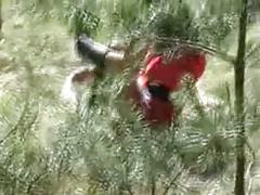 Rotkaeppchen wird im wald gefickt