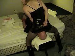 Amateur mistress makes slave passout in pantyhose