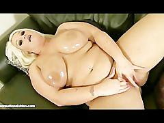 Oiled big tit bbw sindy strutt plays fucks huge gold dildo