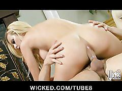 Bigtit lingerie clad blonde jessie rogers makes a sex tape