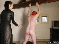 Maitresse claudiacuir seance sm fouet dilatation anale