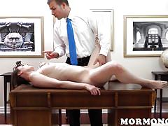 Hottie mormon babe gets plowed on the desk