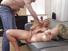 Foxy mature woman screams for more