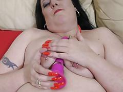 Huge and delicious mature shows her pink cunt