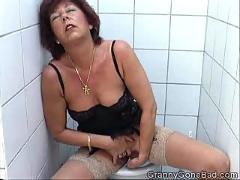 Granny rubbing one off in the toilet