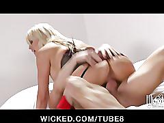 Sexy blonde milf stormy daniels gets fucked hard to big orgasm