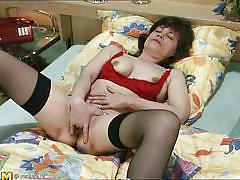 Mom masturbates hard in the bedroom