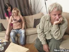 Teen girl start family threesome game