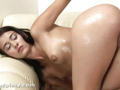 Amateur brunette vickie plays wet pussy in solo