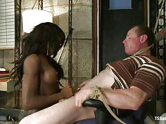 Black beauty teaches red-faced man a kinky lesson