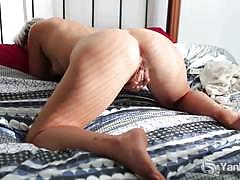 Short haired and big ass babe steel masturbating.