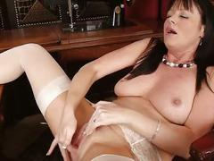 British milf elise summers spreading pussy...