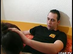 Jeune couple libertin prefere le sexe anal