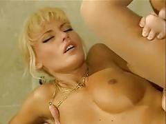 Anita blond- clip ragazzo fortunato