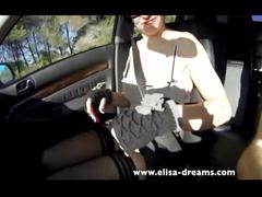 Flashing and sucking a cock in a car