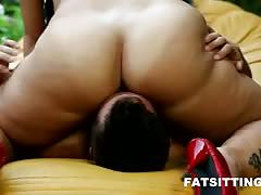 Bbw domina marta face-sitting her male slave