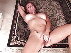 Impatient mature bitch starts masturbating in hall