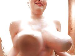 Sara willis showing her gigantic boobs