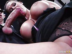 Elegant porn star babe enjoys a big one