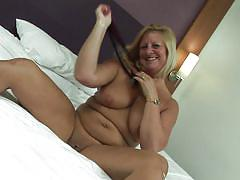 Naughty busty blonde bee masturbating
